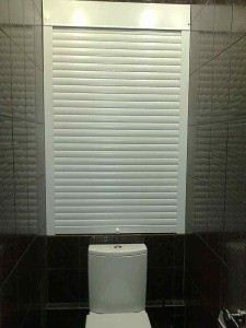 Жалюзи в туалет: сантехнические, чтобы спрятать трубы, рулонные и другие (фото) Полезные советы